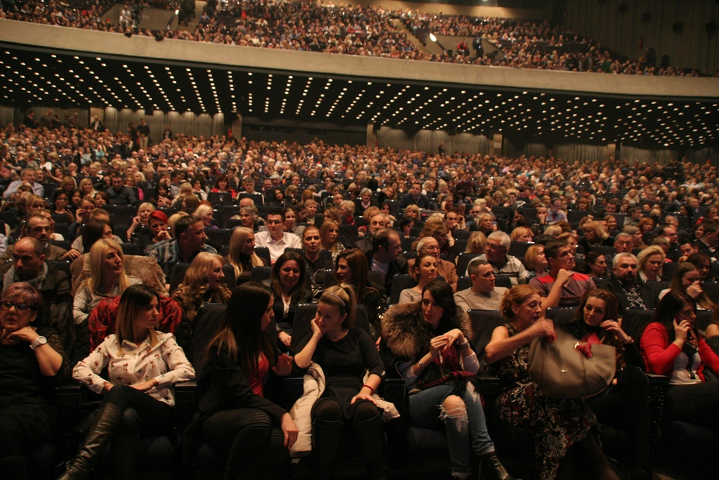 publika-u-punom-centru-sava