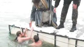 djordje i felon plivaju