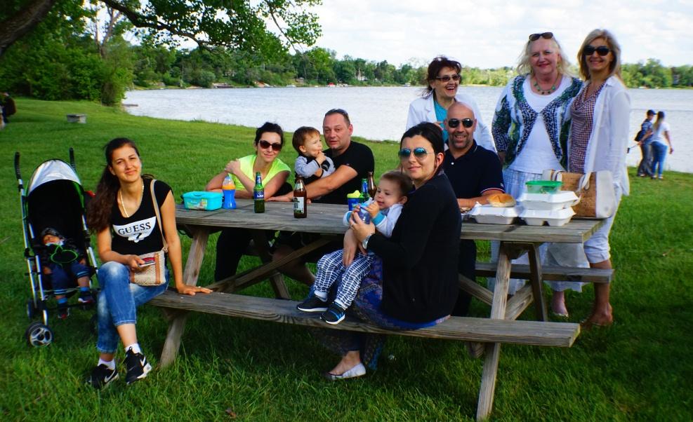 Skup Srba iz Čikaga i okoline na imanju pored manastira Nova Gračanica u blizini Čikaga