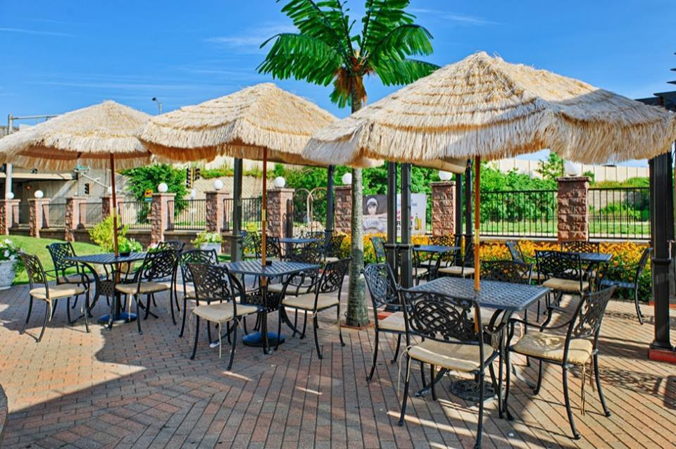 Mirage Cafe restaurant, ,9845 Lawrence Ave ,Schiller Park, Illinois. rezervacije (847) 678-2614. Balkan Style Burger ukus balkana