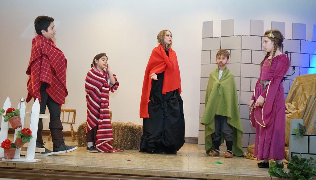 junaci crvene sume - decija dramska sekcija Cikago
